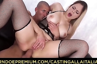 CASTING ALLA ITALIANA - Naughty blonde Italian slut Vittoria Dolce goes for ass fucking