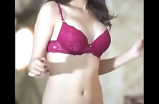 Who is this Girl? Beautiful babe dancing