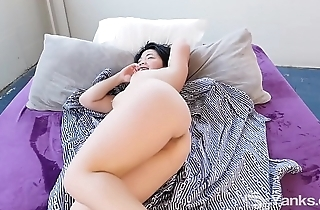 Yanks Asian Hope Gold Learns to Love Her Body More