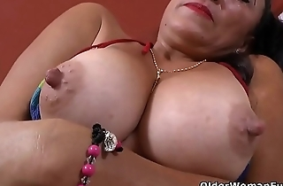 Latina milf Karina takes a hot bath added to gets turned on