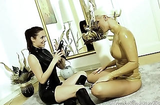 Latex Lesbians, Pussy Licking, Mouth Strapon,Inflatable Hood Dressing, Blanche Bradburry, Antonia Sainz